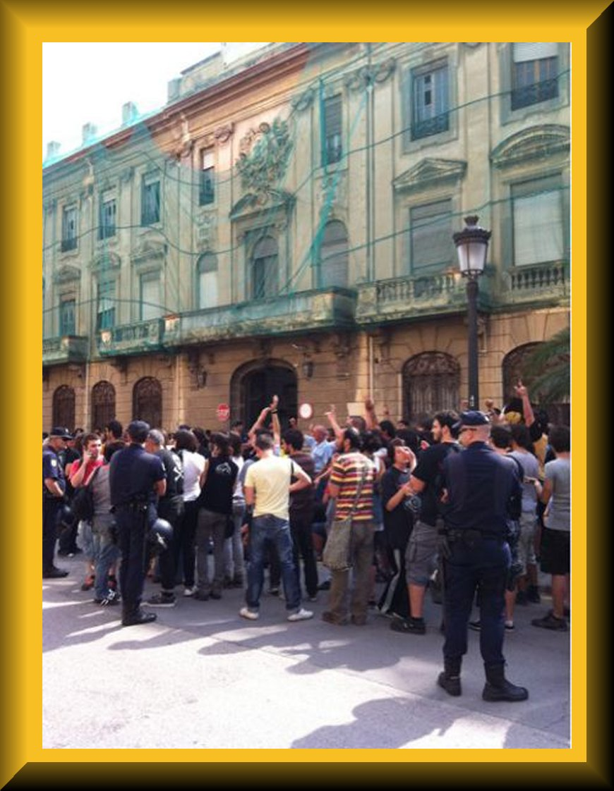 Carga policial en valencia 15 m for La comisaria restaurante valencia