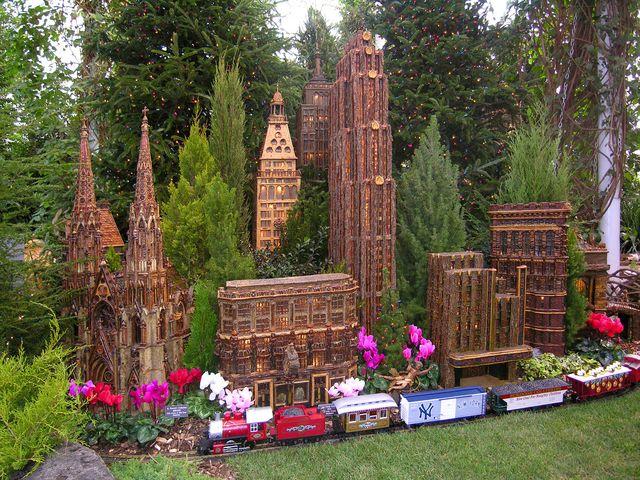 The new york botanical garden s holiday train show for Jardin new york