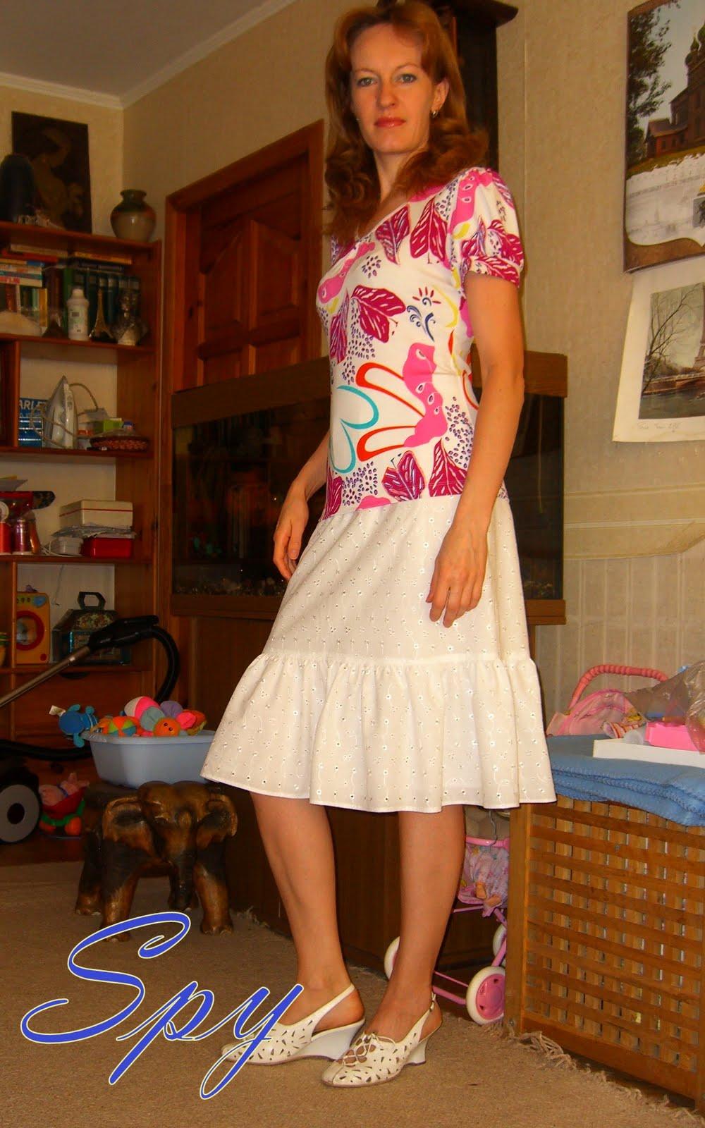 Сын поднимает маме юбку 11 фотография