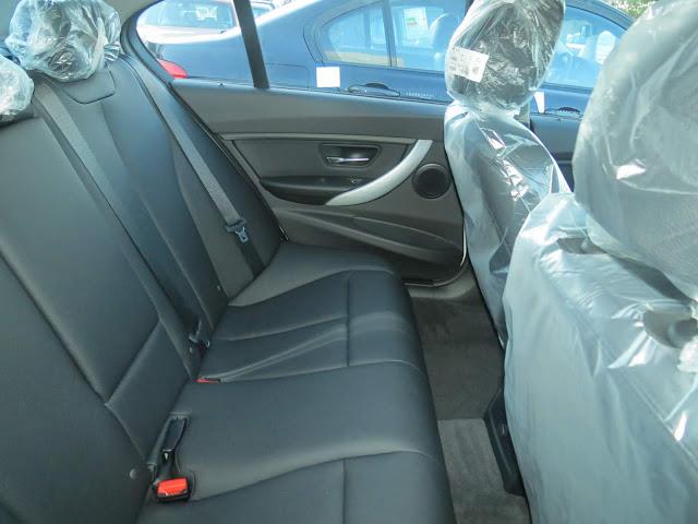BMW 320i Flex 2015 Sport - interior - espaço traseiro