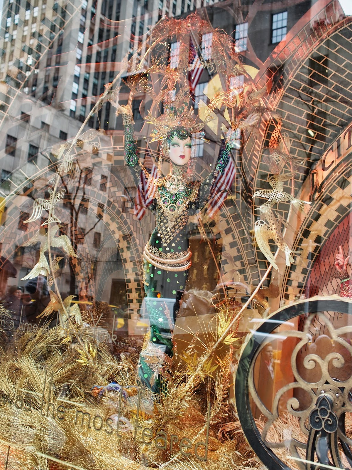 Erte in a Sea of Gold #erteinaseaofgold #anenchantedexperience #saksholiday #saks #nyc  ©2014 Nancy Lundebjerg