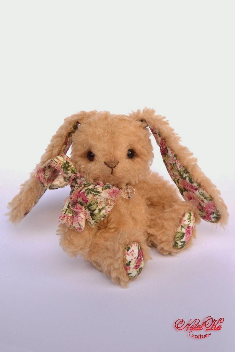 Artist teddy bunny handmade by Natalka Creations. Handgemachte teddy Häschen von NatalKa Creations