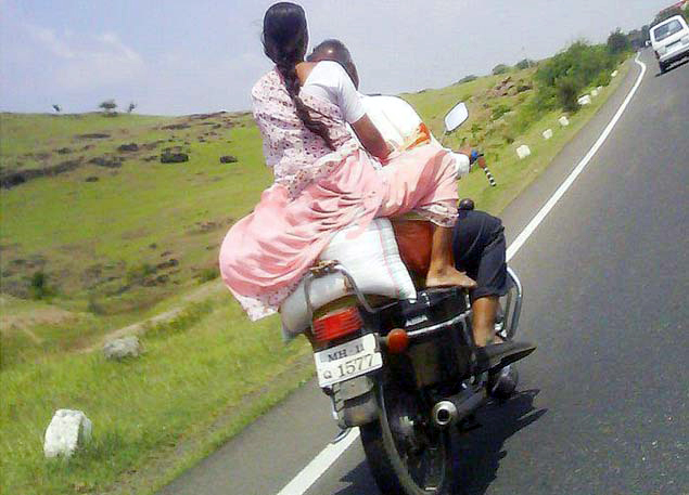 http://4.bp.blogspot.com/-xRRuRbXb8_E/UFceBq0SY7I/AAAAAAAABR0/M3hL1X0vEGg/s1600/Funny+indian+pic+of+rural+couple+on+bike.jpg