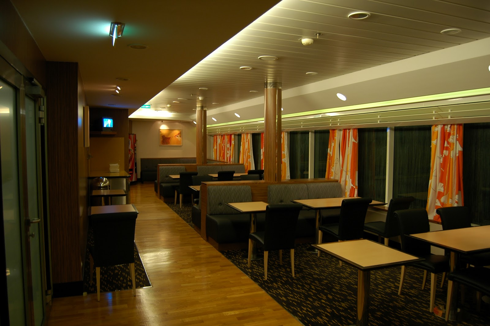 Brittany ferries drivers lounge and self service restaurant on board pont aven - In december o grijze lounge ...