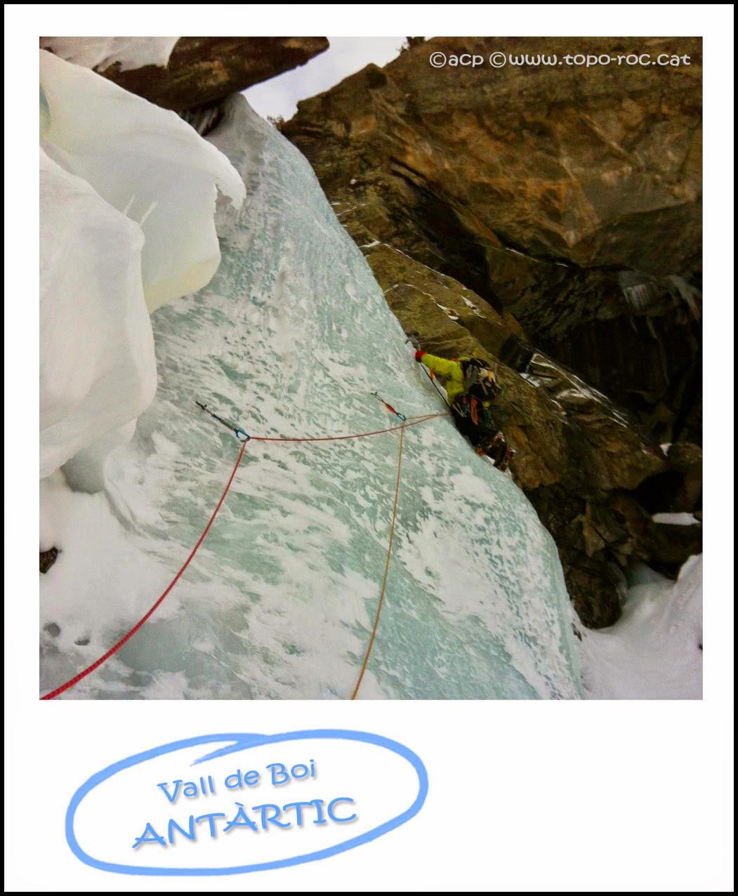 Topo-roc-Imatge-Cascada-gel-Antartic