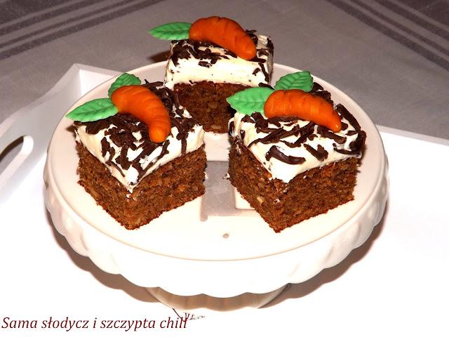 Hinduskie ciasto marchewkowe z kremem mascarpone .