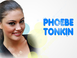 Phoebe Tonkin Smiling HD Wallpaper