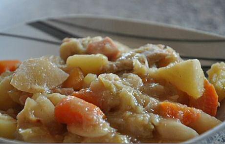 Lekker recept om Vlaamse hutsepot te maken: geserveerd zonder te stampen en met saus van het kookvocht