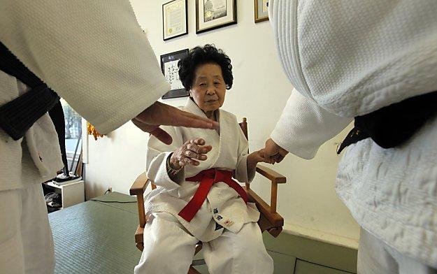Sensei Keiko Fukuda - Wanita 98 tahun dapat talipinggang hitam judo