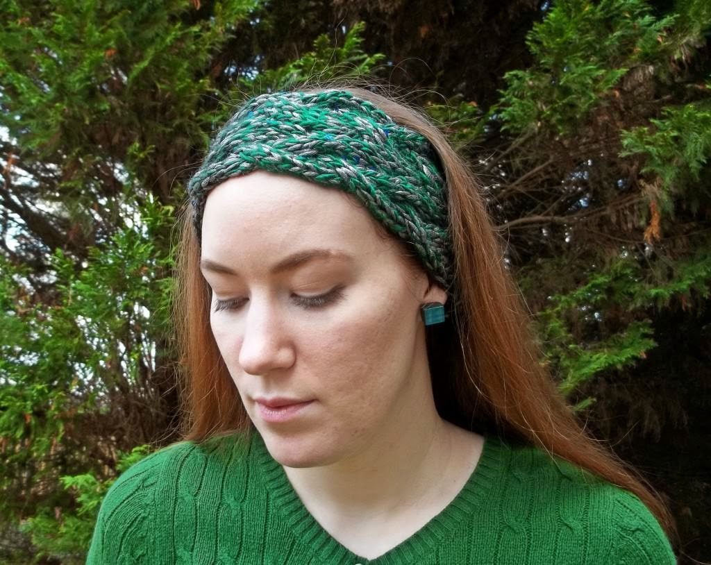 http://fanofstuff.com/braided-cable-headband-ear-warmer-free-knitting-pattern/