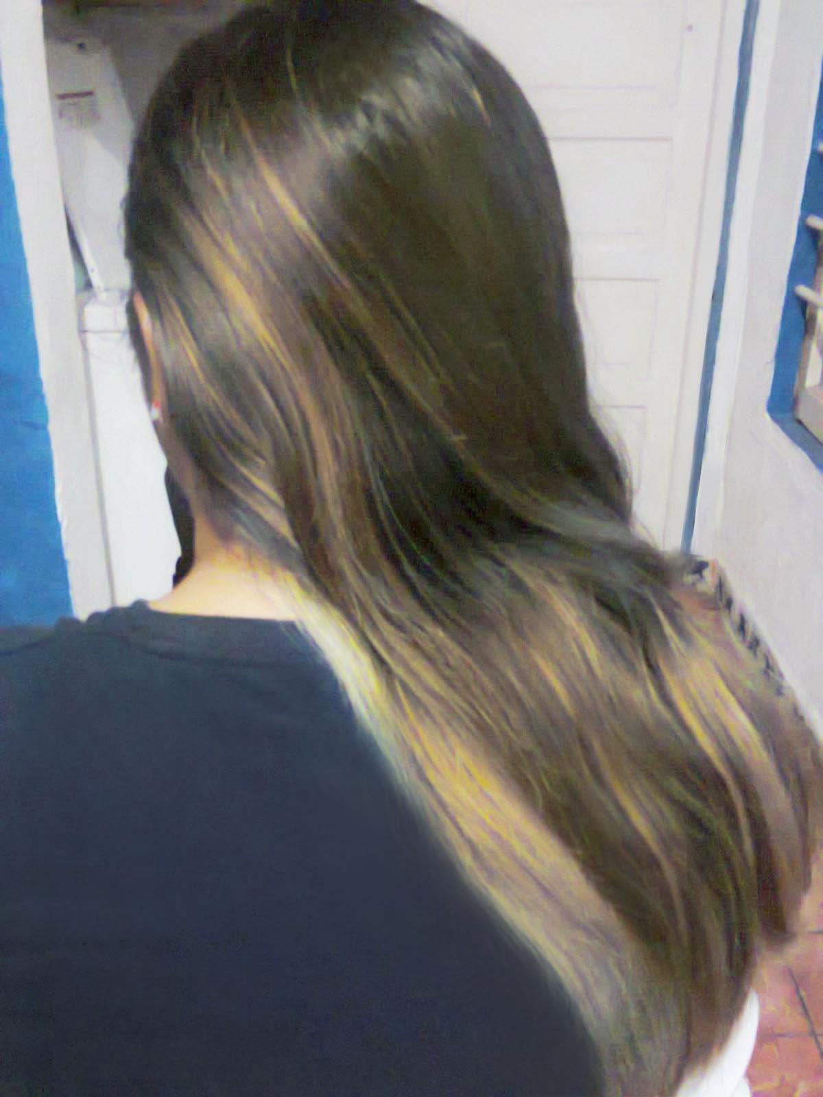 El medio en base a las hierbas para los cabellos
