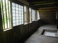 一階の女子囲炉裏がある校舎。
