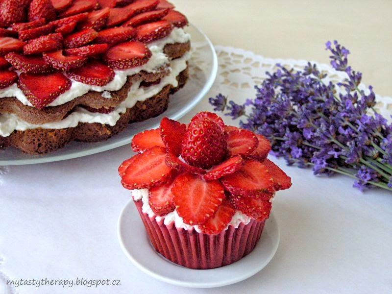 jahodová květina / cupcake