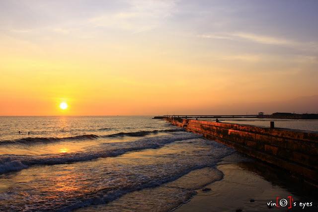 Sunrise di Pelabuhan Tanjung Tembaga (Kota Probolinggo). Credit : Vinoimagination