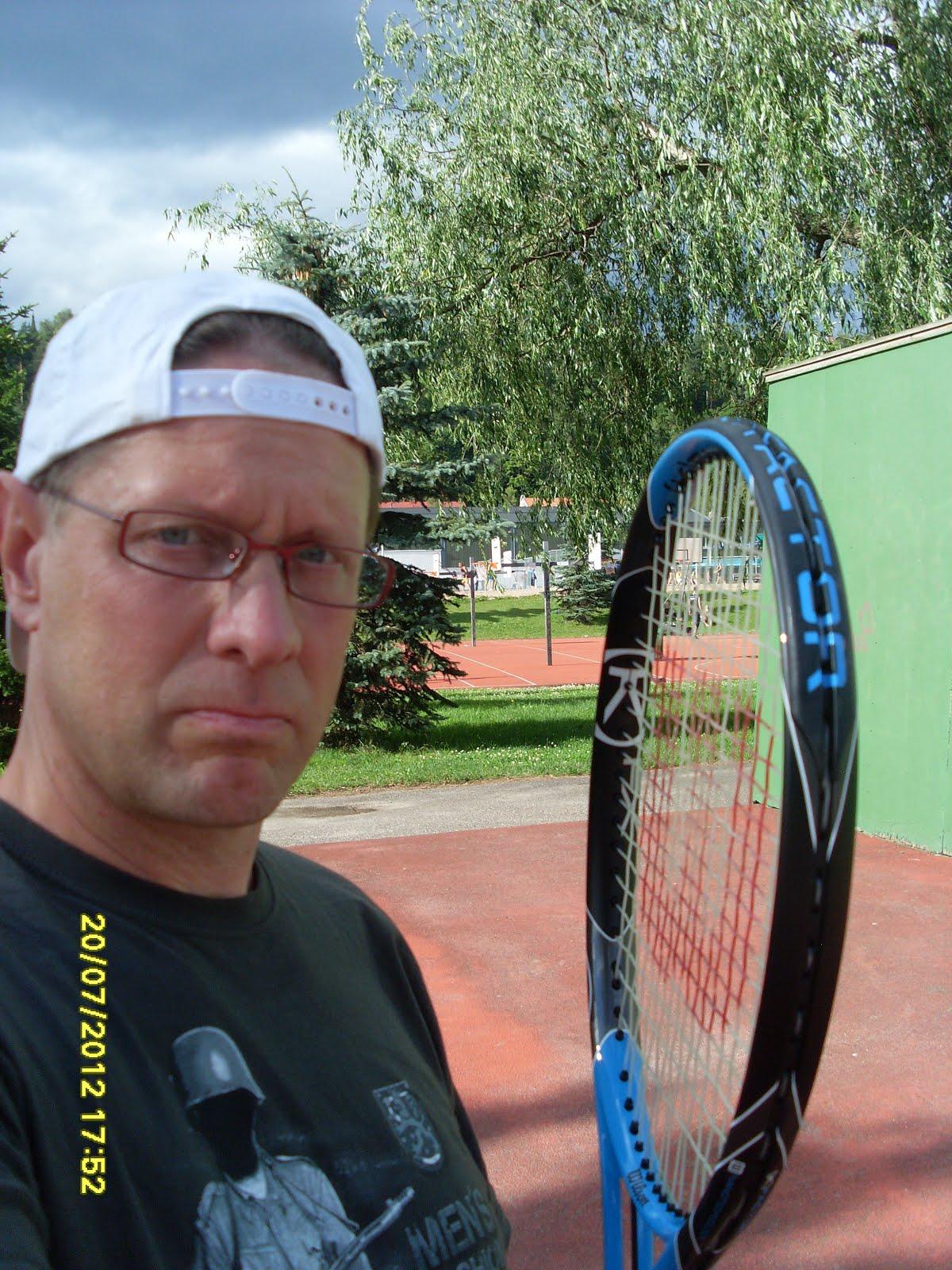 Tennisvalmentaja Olavi Lehto tennisvalmennusta iloksenne ja hyödyksenne työyhteisöille ja perheille