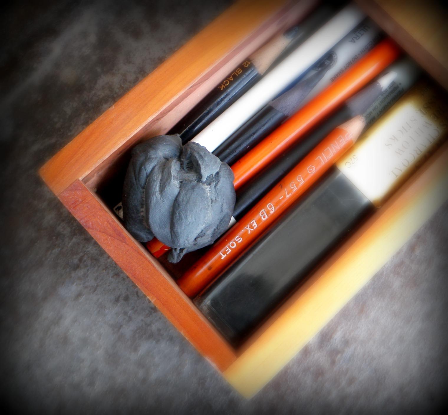 http://4.bp.blogspot.com/-xSavgPm1itQ/Tbr59Q3Cx_I/AAAAAAAABOs/gAjrC4Sfivo/s1600/pencil+box+003+crop.jpg