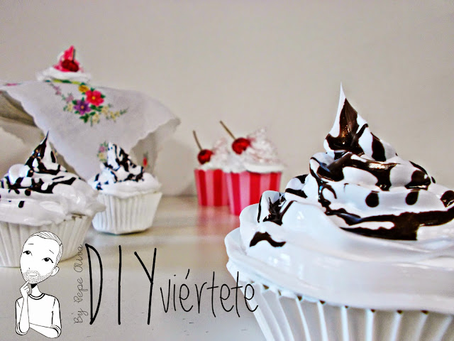 DIY-Do It Yourself-DIYviértete-manualidades-decoración-cupcakes-Decoden-técnica-dulce-cereza-sirope-frostinf-merengue-3