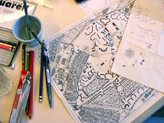 Draufsicht: Stadtplan, Farben, Pinsel