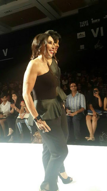 Priyanka Chopra Walks the ramp on Lakmé Fashion Week for 'Bisou Bisou'