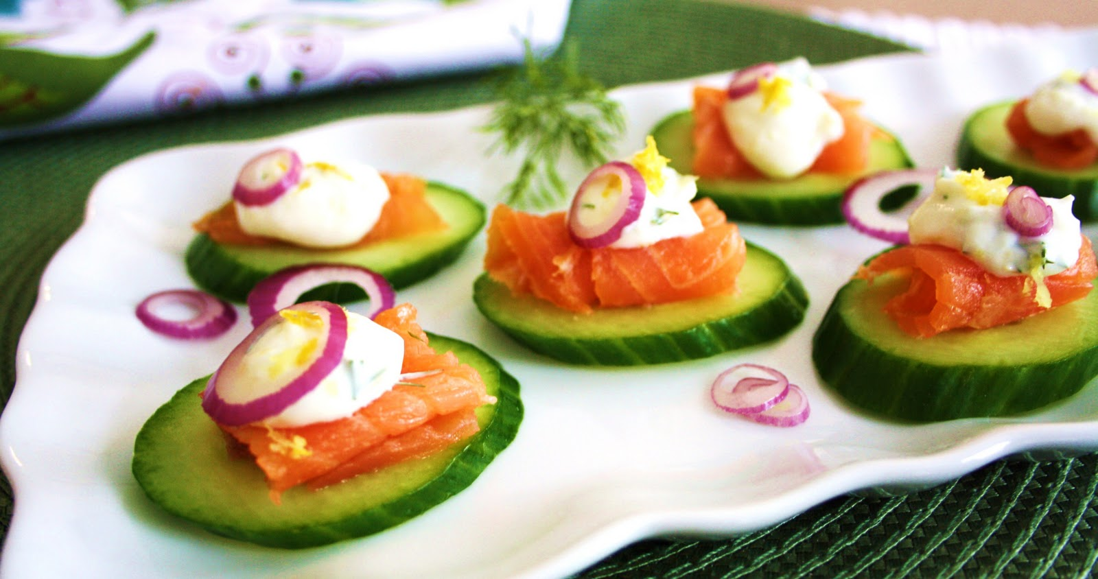 Simple and delicious smoked salmon canap s for Salmon canape ideas