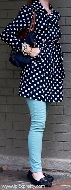 how to wear mint jeans and polka dots
