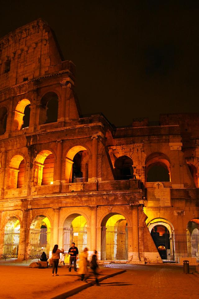 """Rom in einem anderen Licht sehen - bei Nacht - """"Fee ist mein Name"""""""