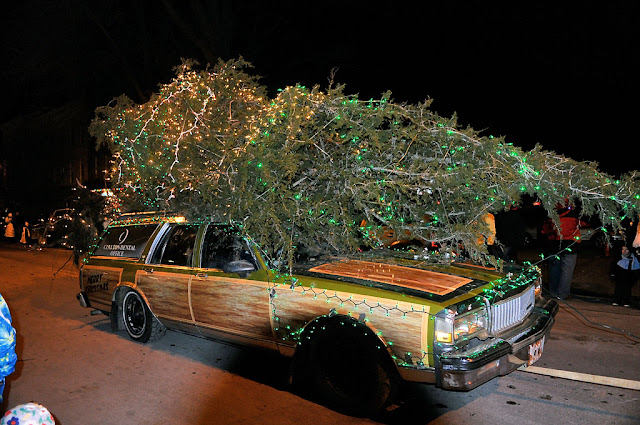 this parade entry pays tribute to nthe griswold christmas tree from the chevy chase movie christmas vacation