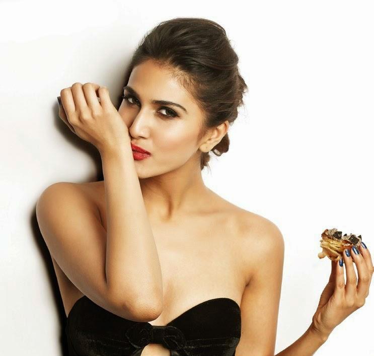 sexy-Vaani-Kapoor-FHM-India-Magazine-2014-photo-2