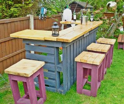 Outdoor pallet bar set