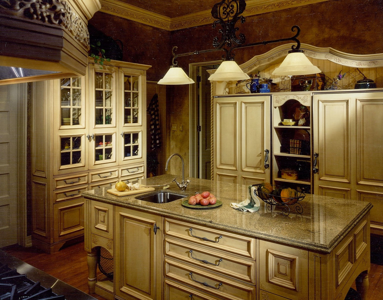 French country kitchen cabinets instant knowledge for Country kitchen cabinets