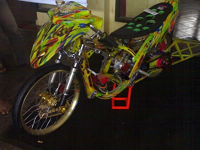 yamaha+mio+racing+look+style+the+winners+Mio+Racing+look+of+Djarum+Black+Motodify+Solo+2009+%25282%2529 Kumpulan Gambar Modifikasi Mio Matic Drag