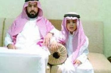 Para salir de la bancarrota vende a su hijo por Facebook Padre%2Be%2Bijo