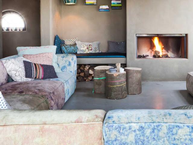 Tu mejor sonrisa en cualquier ocasi n loft r stico con color y chimenea - Poner chimenea en casa ...