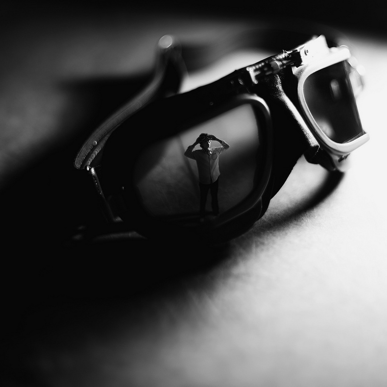 11-Goggles-Zev-Hoover-zevhoo Surreal-Miniatures-Photo-Manipulations-www-designstack-co