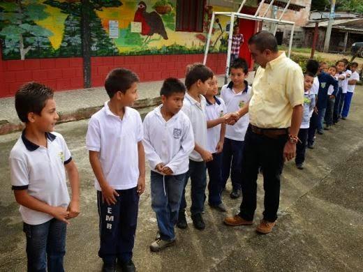 Diego Ramos anuncia mejoramiento de Planteles educativos