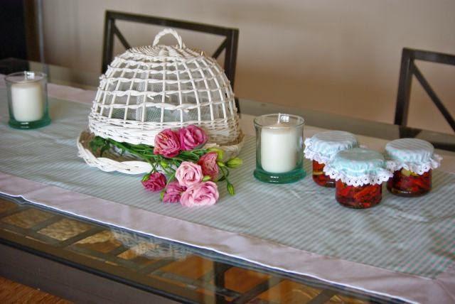 Bieżnik pistacjowy , serweta na ławę , bieżnik w pasteli , kapturki na słoiki