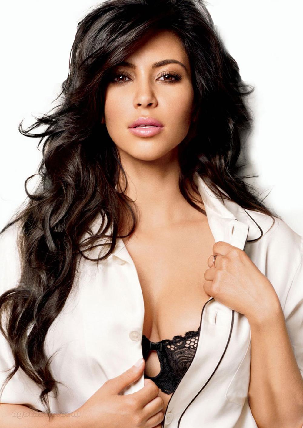 Kim Kardashian Curly Hair 02