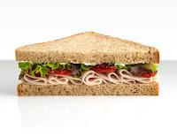 sandwich de jamon, lechuga y tomate
