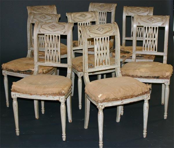 sillas estilo directorio siglo XIX pintadas de gris