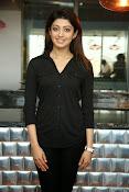 Pranitha latest dazzling photos-thumbnail-2