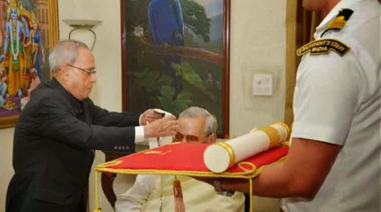 President confers Bharat Ratna on Vajpayee,Atal Bihari Vajpayee gets Bharat Ratna,President Pranab Mukherjee conferring the Bharat Ratna 2015 on former Prime Minister Atal Bihari Vajpayee
