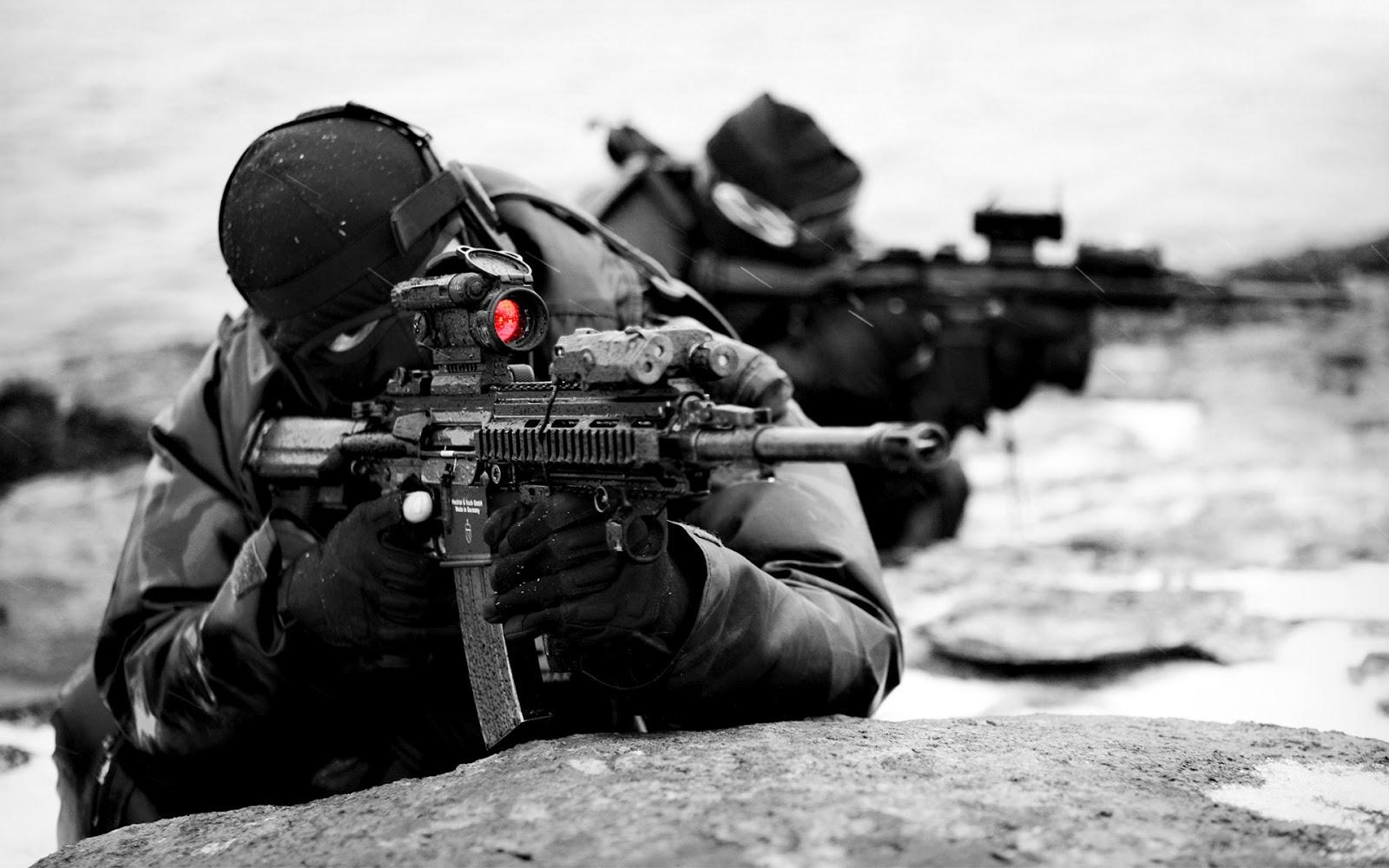 http://4.bp.blogspot.com/-xVCbTLcRzAs/UGn8Ruyuu4I/AAAAAAAABnU/lkdoHQocmV0/s1600/Guns-Wallpapers%20%20(13).jpg