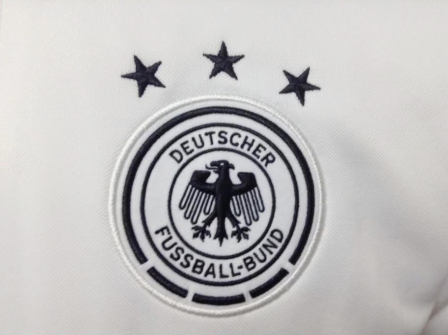 Jaket Bola Jerman Tracktop Putih Piala Dunia 2014