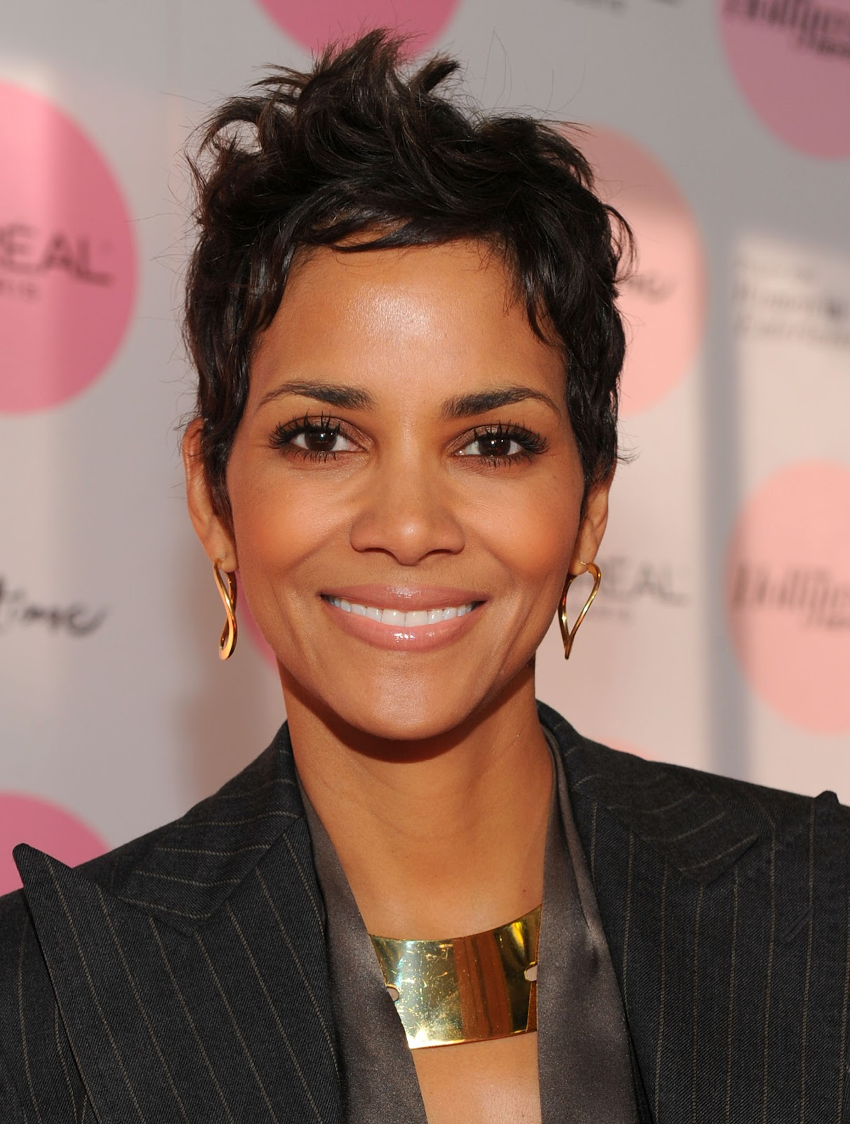 halle berry different hairstyles 2012 trendy hairstyles 2014. Black Bedroom Furniture Sets. Home Design Ideas