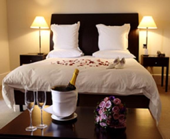 Outdoor kitchen furniture wedding bedroom design for Bed decoration for bride