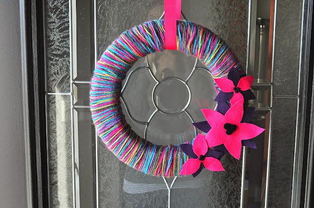 Holiday yarn wreath - the colored door