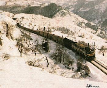 Tren mercante con Loc. serie 251 con buena nevada.