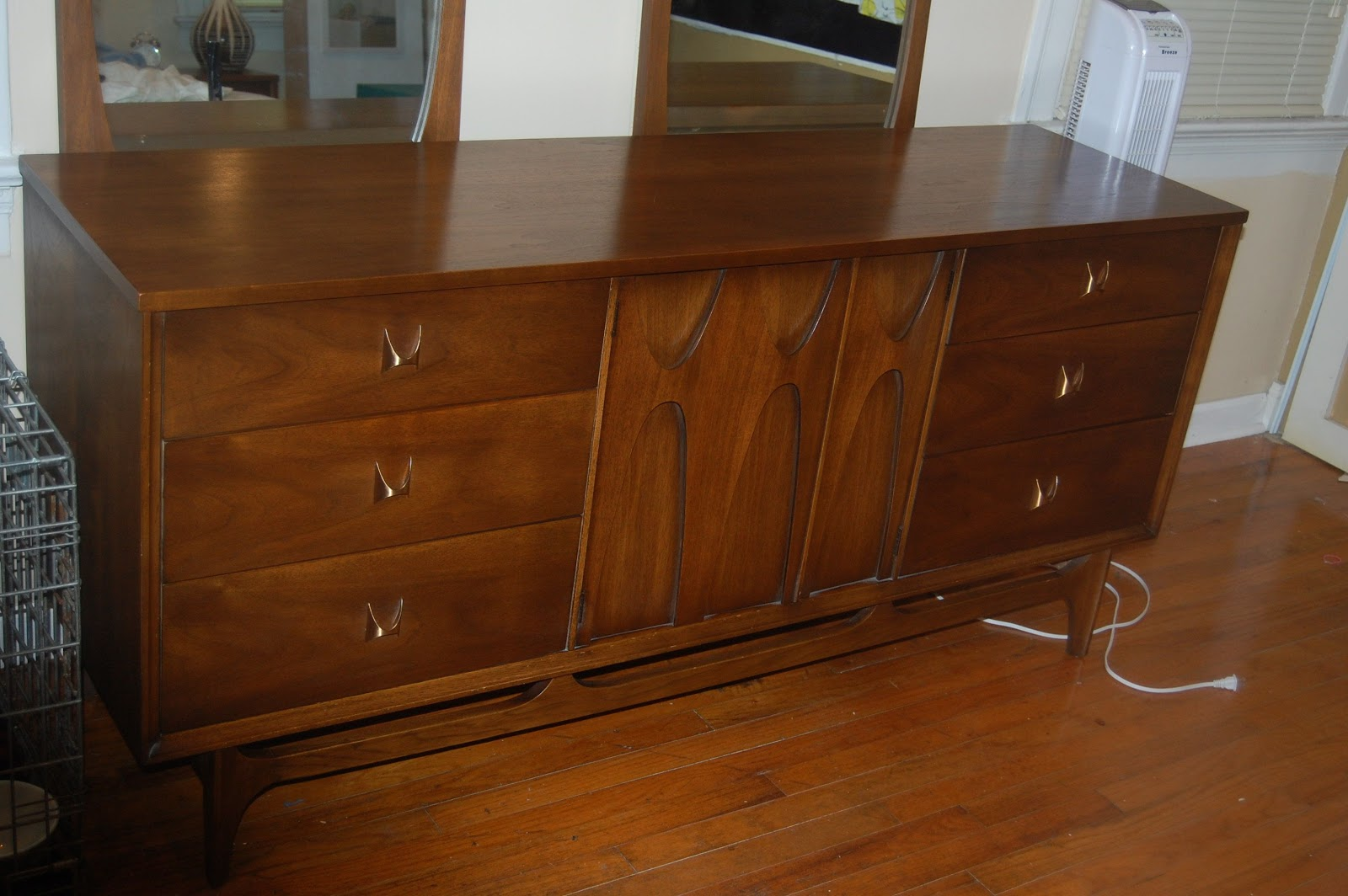 Broyhill Brasilia Triple Dresser With Two Single Arch Mirrors 360 I Didn T Really Want To Pay This Much For It But Was Expecting The Nightstand And