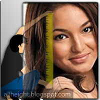 What is Sarah Lahbati height?