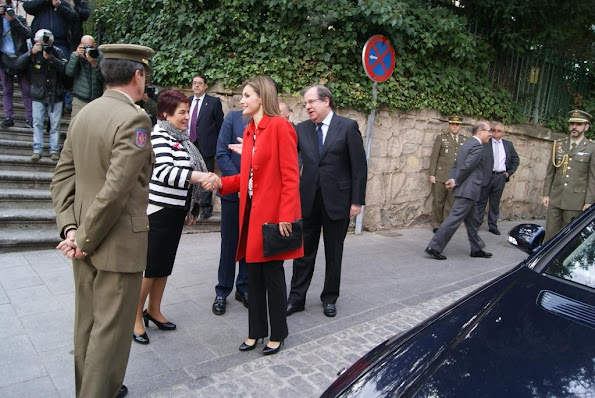 Queen Letizia Style, Princess Letizia Style Mango blouse, Hugo Boss trousers, Carolina Herrera shoes pumps,